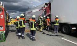 Die Feuerwehr bei den Bergungsarbeiten