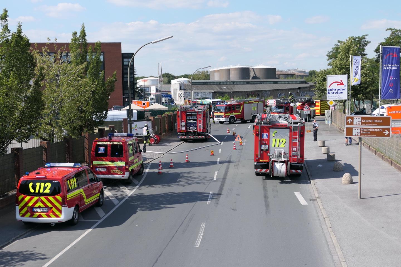 Feuerwehr bei beschädigter Gasleitung