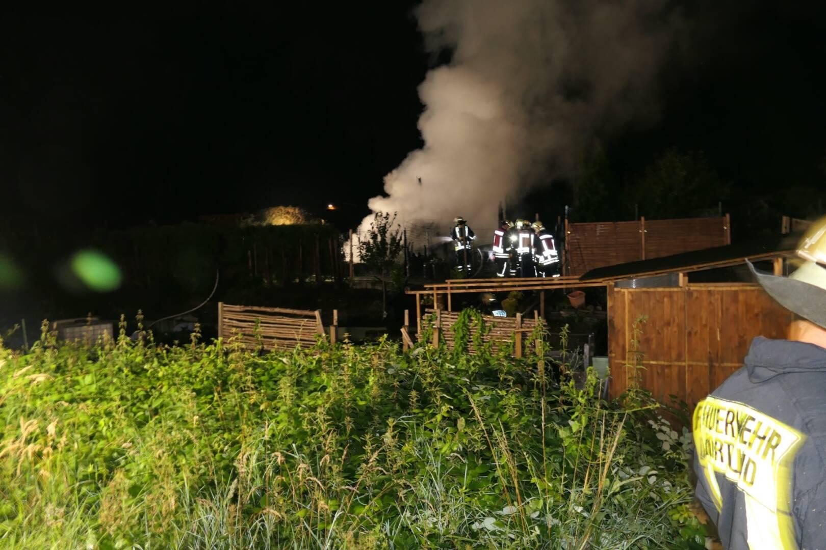 Brennende Gartenlaube
