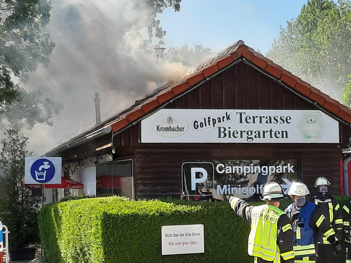 Gebäudebrand Wohnmobilstellplatz. Foto: Feuerwehr Kleve
