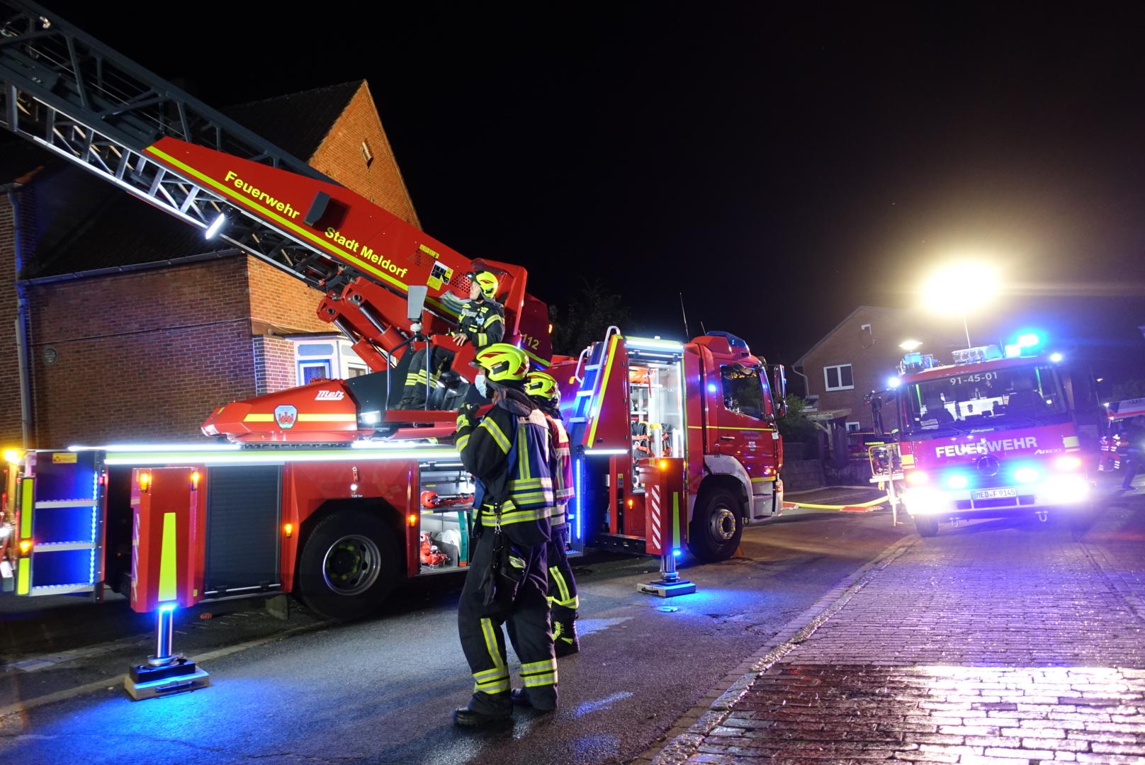 Drehleiter mit Feuerwehrmann