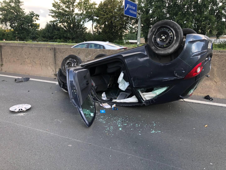 PKW überschlägt sich auf der Autobahn bei Bochum