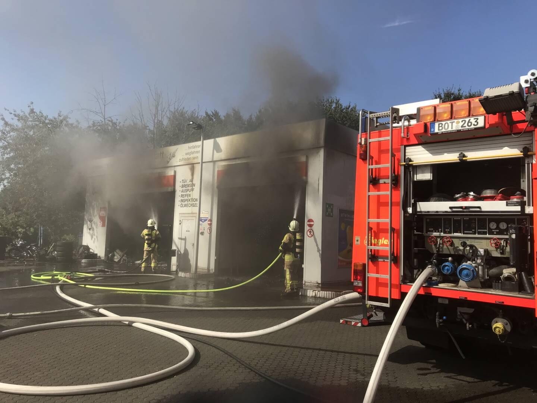 Werkstattbrand bei Tankstelle