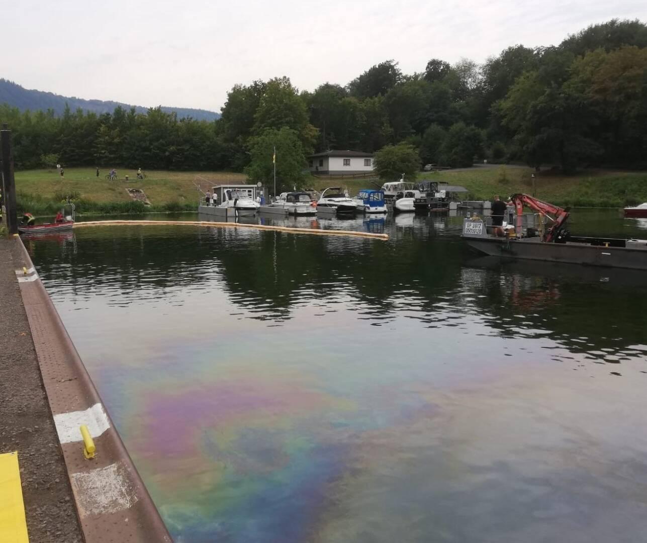 Verunreinigung im Hafenbecken