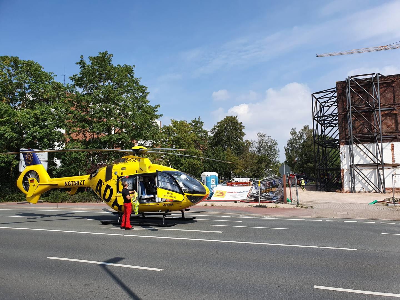 Rettungshubschrauber landet auf der Industriestrasse