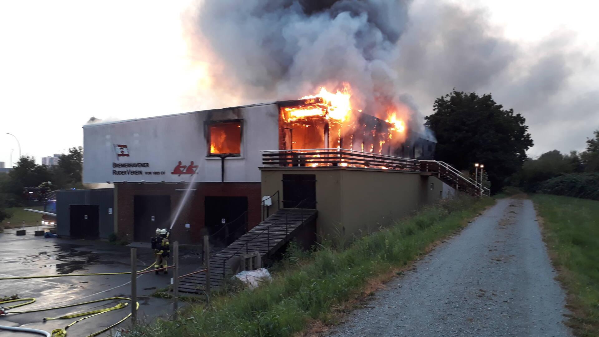 Großbrand beim Bremerhavener Ruderverein