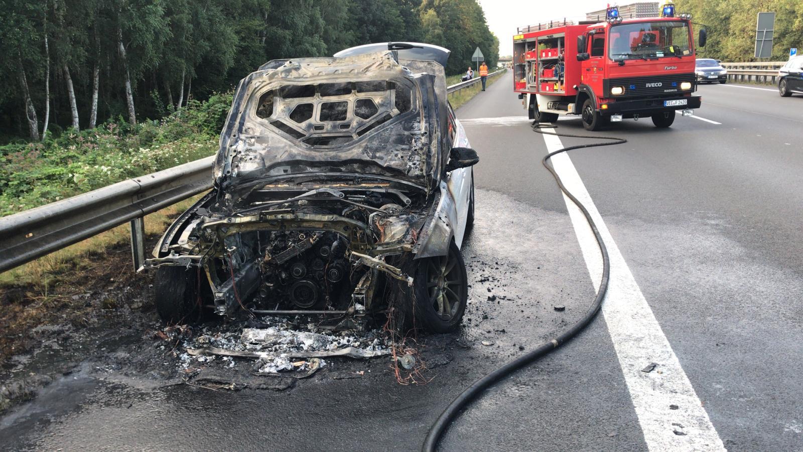 BMW nach Fahrzeugbrand