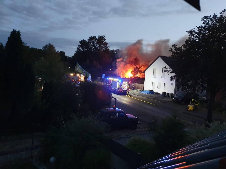 Brand zweier Gartenlauben