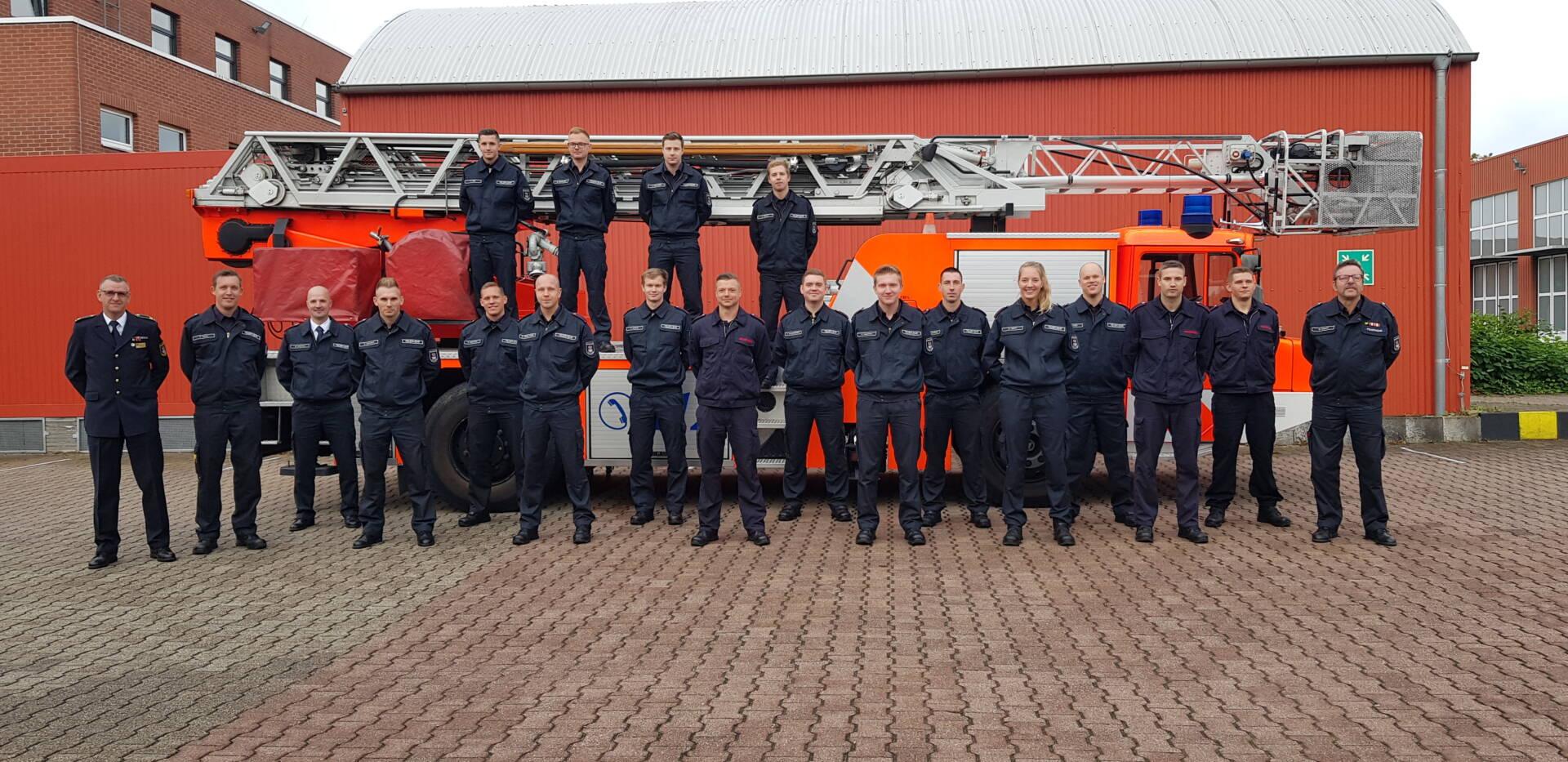 Die Feuerwehrleute des Grundlehrgang